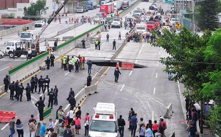 Los bomberos lograron sacar el vehículo y recuperar los cuerpos de ambos casi nueve horas después del accidente. (Foto: Contexto/Internet)