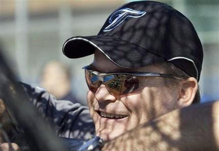 En esta foto del 19 de febrero de 2008, el manager de los Azulejos de Toronto, John Gibbons, observa un entrenamiento de pretemporada en Dunedin, Florida. (Agencias)