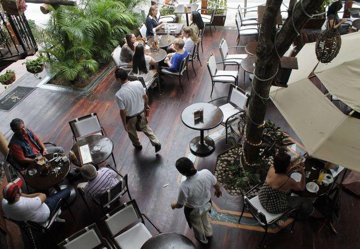 La Cámara Nacional de Restaurantes y Alimentos Condimentados (Canirac), se ha reunido con estudiantes universitarios de gastronomía y chefs nacionales y extranjeros. (Redacción/SIPSE)