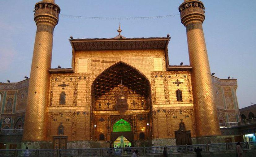 El ataque a la mezquita del Imán Alí fue perpetrado por un hombre con uniforme de policía, según testigos. (qimais2.com)