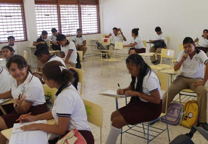 Los alumnos mejoran con el apoyo de los padres. (Jesús Tijerina/SIPSE)