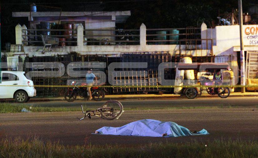 Fatal muerte tuvo un ciclista que por no fijarse al cruzar fue impactado en el Periférico. (Martín González/SIPSE)