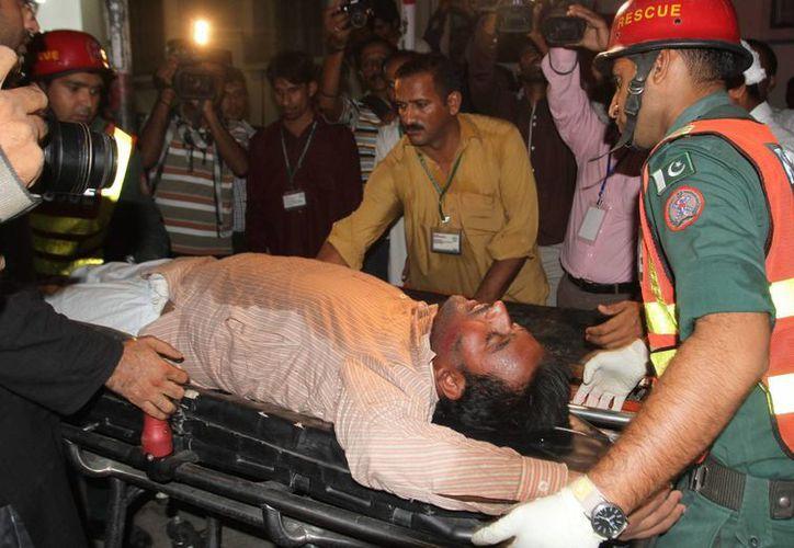 En el mitin político pakistaní al que acudieron unas 40,000 personas, 7 fallecieron y otras 40 resultaron heridas. (Foto: AP)