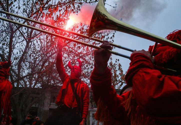 Chile conmemoró este domingo el 43 aniversario del Golpe que derribó al gobierno de Salvador Allende. (AP Photo/Esteban Felix)