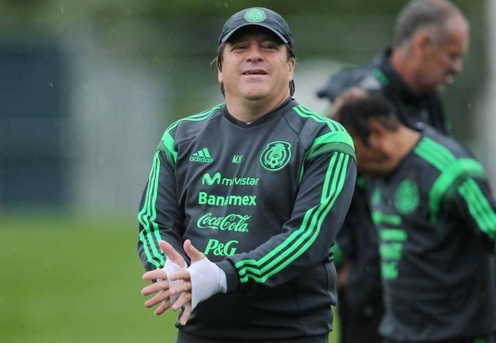 Por orden de 'El Piojo' Herrera la defensa mexicana jugará mañana con Márquez, 'El Maza' y Moreno como centrales, y Layún y Aguilar como laterales. (Notimex/Foto de archivo)