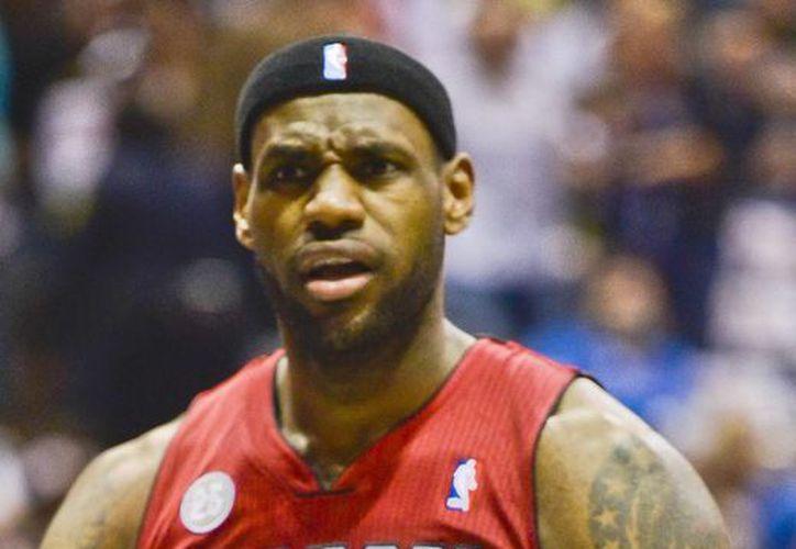 El alero LeBron James, de los Heat de Miami, se adjudicó el Premio al Jugador Más Valioso. (EFE/Archivo)