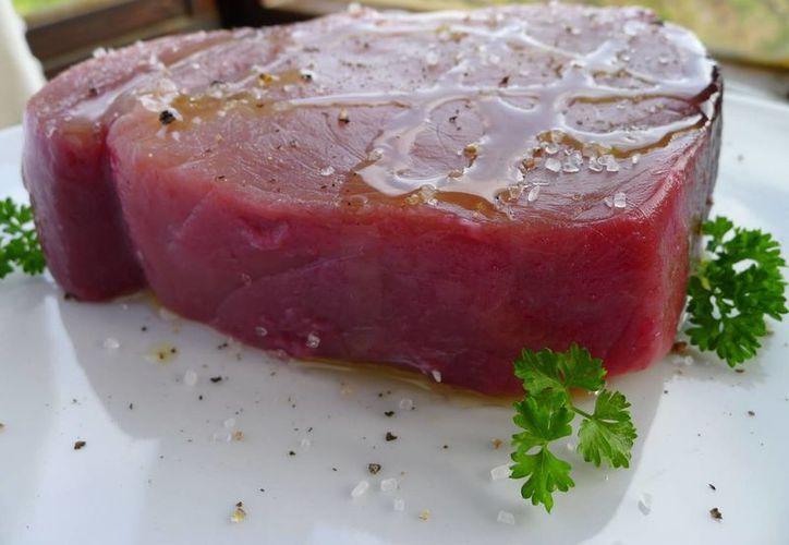 Los altos niveles de omega- 3  en el atún, ofrecen una protección considerable contra la degeneración macular del ojo. (Contexto/Internet)