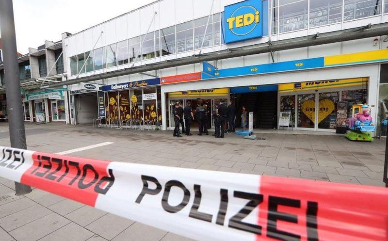 Terror: atacó a machetazos y mató e hirió en un supermercado