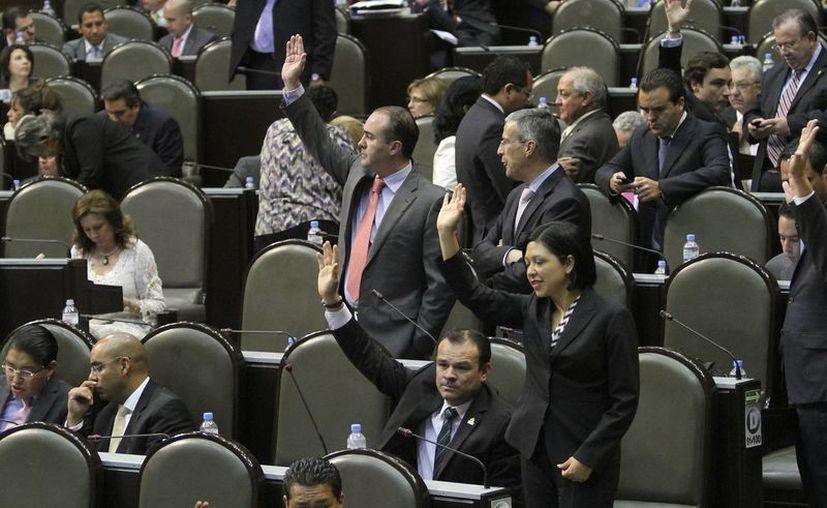 La propuesta que fue avalada en lo general por 389 votos y en lo particular por 406 votos. (Notimex)