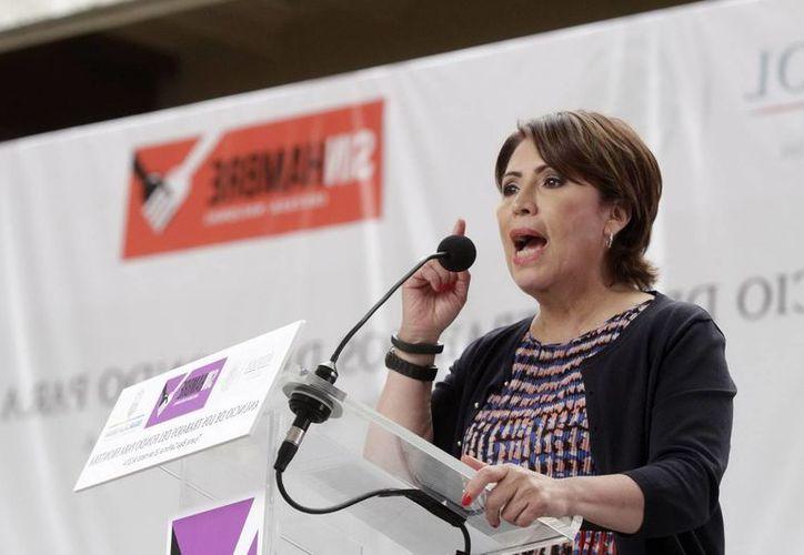 Rosario Robles recalcó la gravedad de que en muchas comunidades pobres no haya acceso a información sobre la natalidad. (Notimex/Foto de archivo)