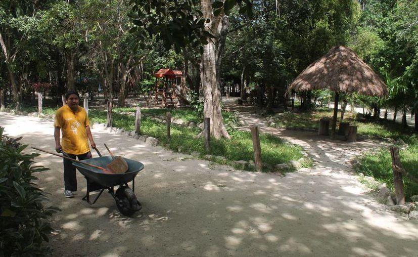 Una de las acciones que llevan a cabo es la rehabilitación de varios kilómetros del Parque Kabah. (Israel Leal/SIPSE)