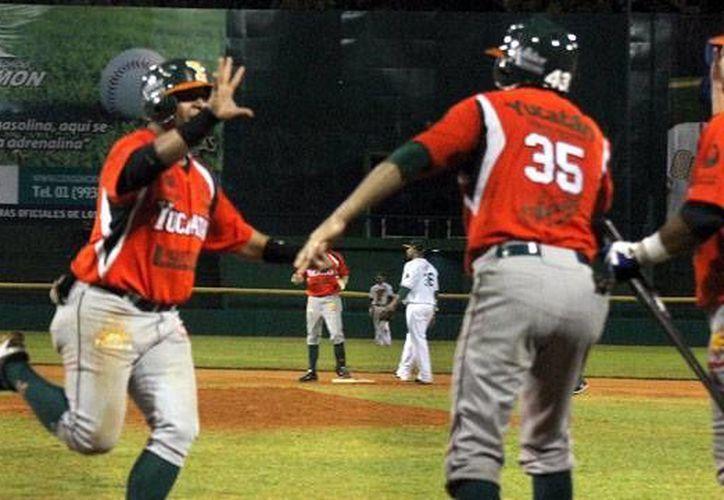 Las fieras reaccionaron en el octavo inning para poner la pizarra 4-2 a su favor. (Milenio Novedades)