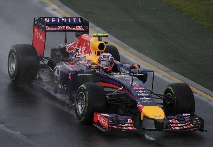 Ricciardo completa la sesión clasificatoria rumbo al Gran Premio de Australia.(Agencias)