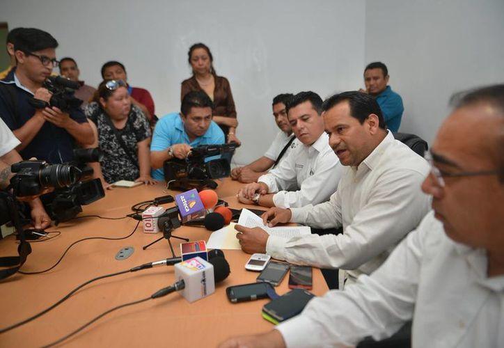 Ayer se presentó a la prensa a los tres responsables confesos del asesinado del empresario Fernando De Leeuw y Santiago.  (Gustavo Villegas/SIPSE)