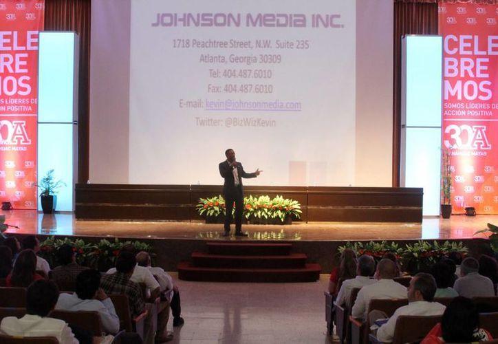 Kevin Johnson, durante el Congreso Internacional de Innovación Scaling Up 2015, exhortó a los jóvenes a creer en sí mismos. (Milenio Novedades)