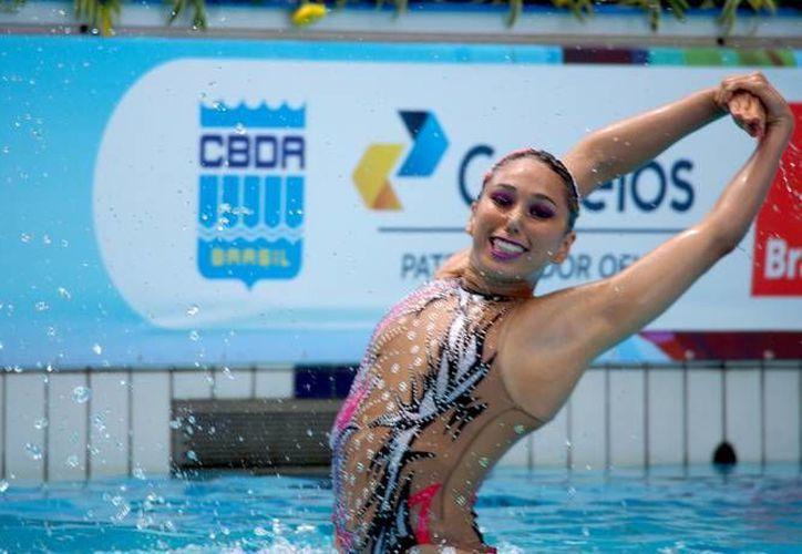 Karem Achach (d) es una de las candidatas a ganar este martes el Premio Estatal del Deporte 2016 en Yucatán. (Foto de Facebook)