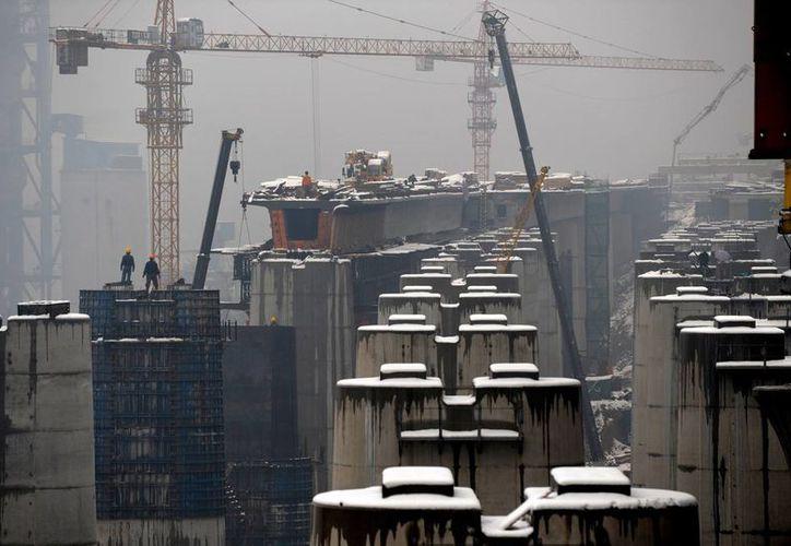 La capital china presenta elevados índices de contaminación también en el aire. (Agencias)