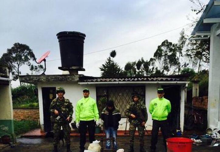 Una persona detenida,  260 kgs. de cocaína y 42 kgs. de marihuana decomisada fue el saldo de un operativo en el suroeste de Bogotá, Colombia. (www.ejercito.mil.co)