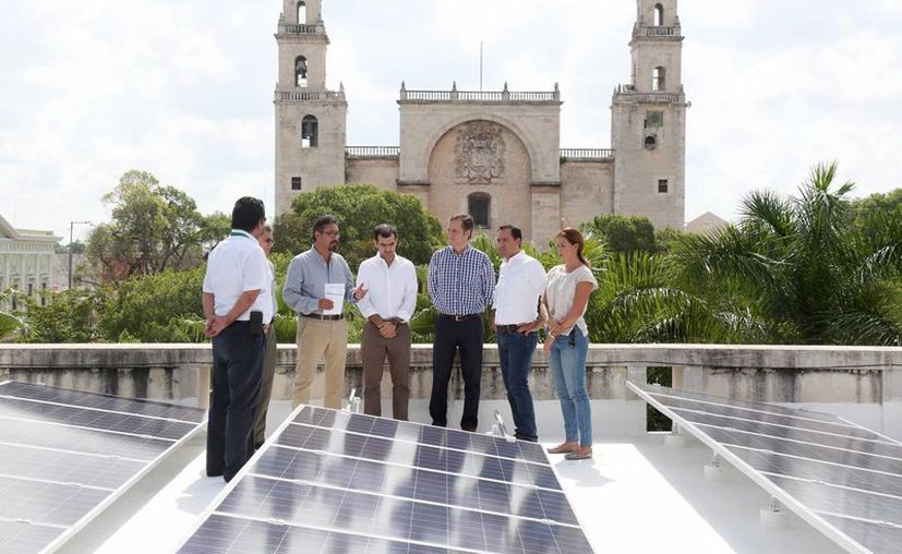 El Palacio Municipal de Mérida estrenó hoy sus paneles solares. (Fotos: cortesía del Ayuntamiento de Mérida)