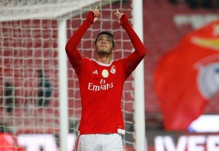 Raúl Jiménez anotó el cuarto gol del Benfica en la goleada sobre el  Moreirense (6-1) en los cuartos de final de la Copa de Portugal. (Twitter: @SLBenfica)