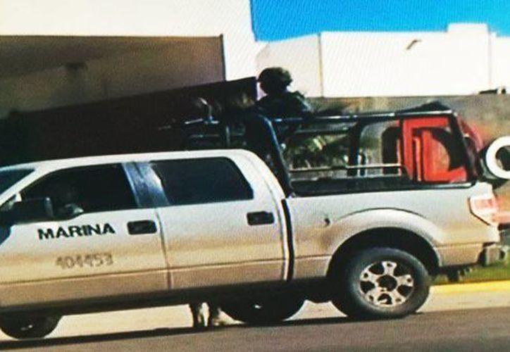 Imagen de las afueras del hotel en donde fue recapturado El Chapo. El lugar sigue resguardado por elementos de la Marina. (Captura de pantalla de Milenio)