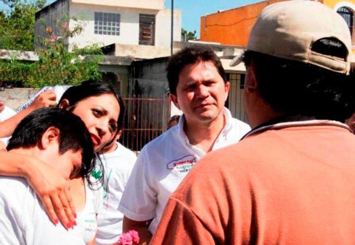 Marisol Sotelo y Mauricio Sahuí recorrieron varias calles de Mérida, para recabar las opiniones y tomar nota de las necesidades de la gente de Mérida. (Milenio Novedades)