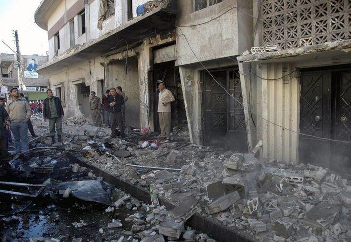 Vista del lugar donde ha explotado un coche bomba en la localidad de Homs, Siria. (Archivo/EFE)
