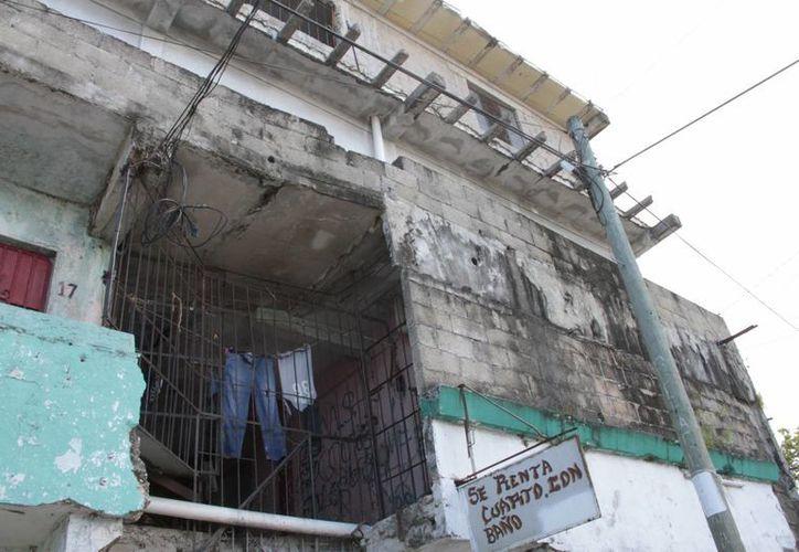 El principal problema en las cuarterías de la ciudad, es que se construyen por partes. (Tomás Álvarez/SIPSE)