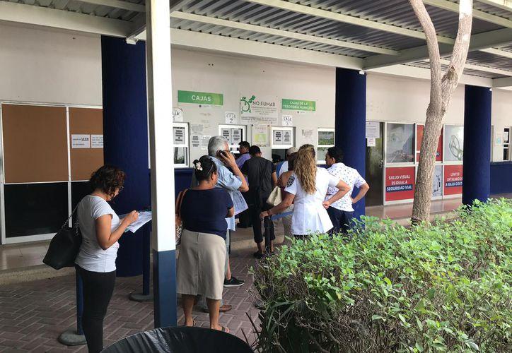 Los ciudadanos acuden a Tránsito para pagar la infracción. (Paola Chiomante/SIPSE)