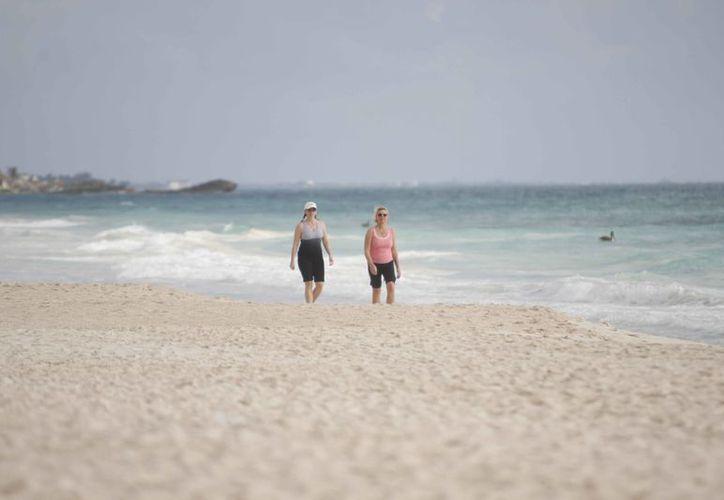 Algunos turistas buscan ambiente natural, donde el uso de ropa es opcional. (Israel Leal/SIPSE)
