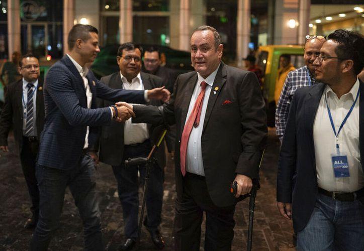 Giammattei encabezaba el conteo con 994.824 votos, escoltado por Torres con 708.229. (AP Photo/ Santiago Billy)