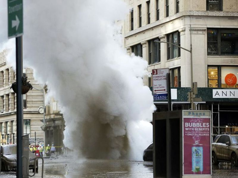 Steam billows on New York's Fifth Avenue. A steam pipe exploded beneath Fifth Avenue in Manhattan early Thursday.
