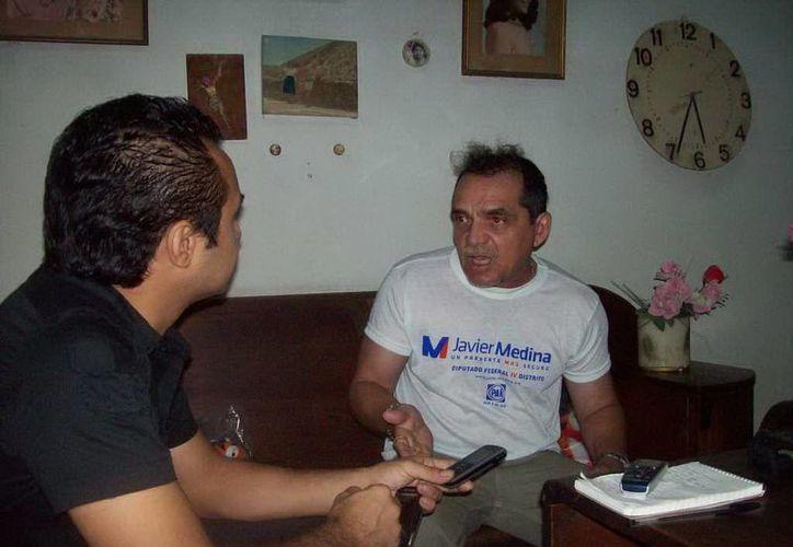 Don Germán cuenta sus experiencias paranormales a Jorge Moreno. (SIPSE)
