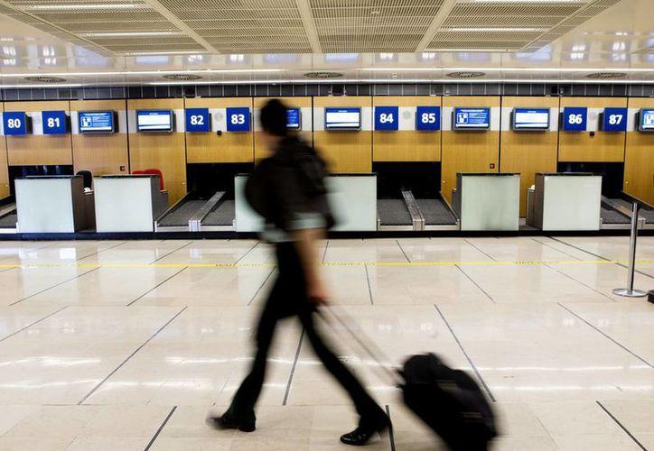 Air France recomendó a los pasajeros retrasar todos los viajes en vuelos de corta o media distancia hasta el viernes o después. (Agencias)