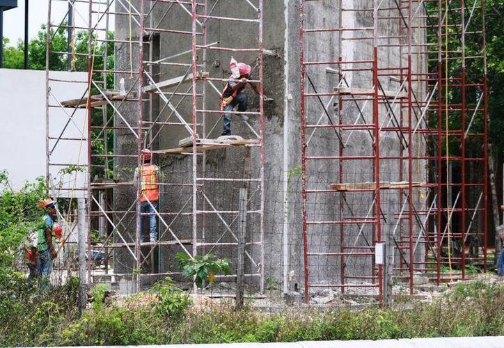La construcción del nuevo edificio del Ayuntamiento fue retomada este lunes. (Octavio Martínez/SIPSE)