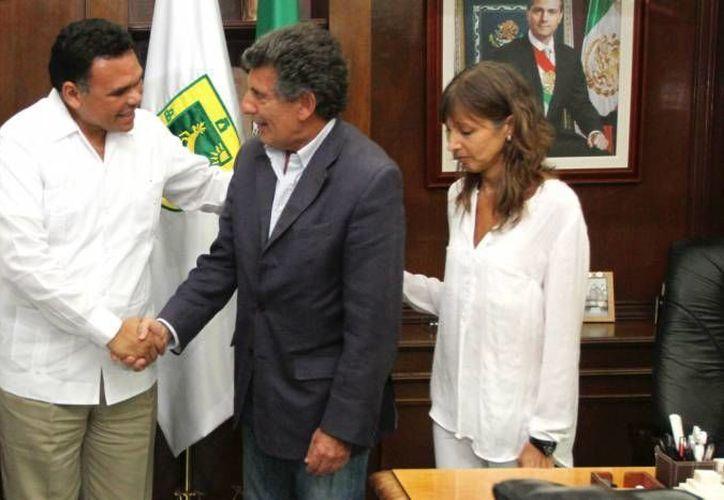 El gobernador Rolando Zapata  (i) estará este domingo en el Centro Regional de Desarrollo Deportivo para entregar obras de repavimentación de calles. (Foto de archivo de SIPSE)