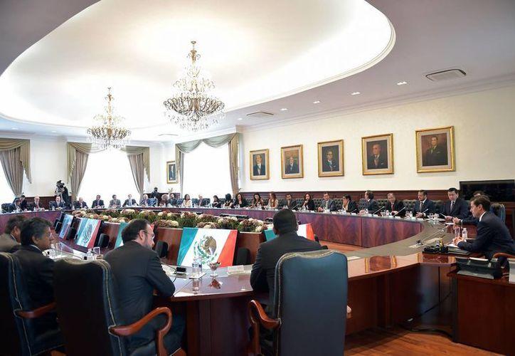 La Conago solicitó al Presidente no ejercer un nuevo aumento a gasolinas. (Presidencia)