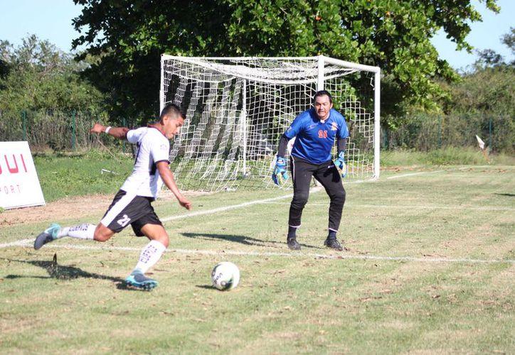 Cuervos de Conkal se encuentra en primer lugar del Fútbol Estatal. (Foto: Milenio Novedades)