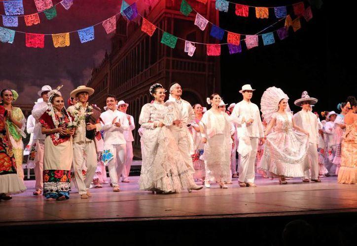 Con el espectáculo, 'Bodas y Fiestas de México', el Ballet Folclórico de la Uady festejó un año más de vida. (Milenio Novedades)