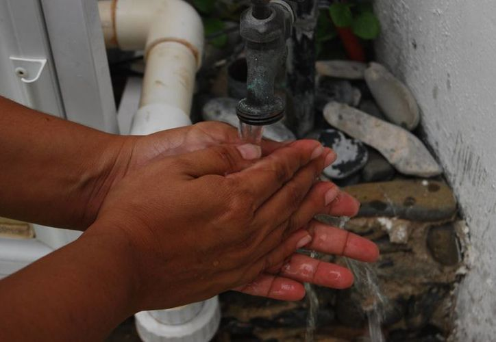 Piden a la población tomar medidas higiénicas como lavarse las manos con agua y jabón. (Tomás Álvarez/SIPSE)