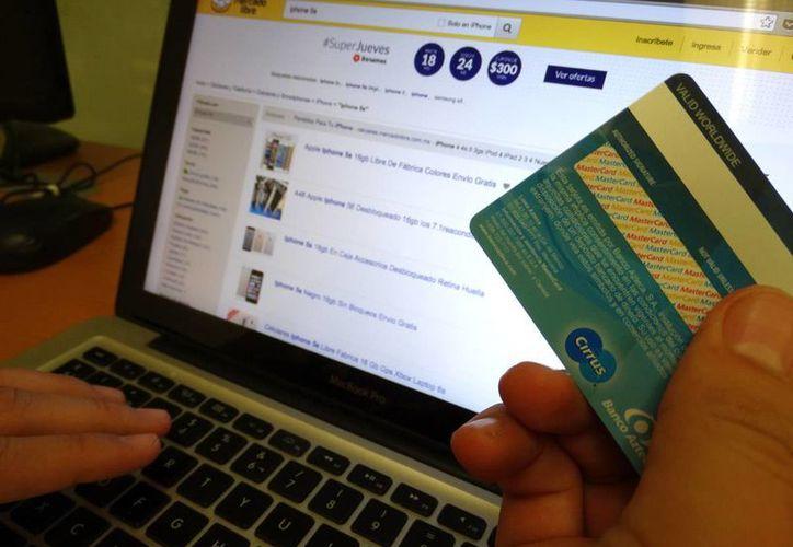 Se considera esencial que los consumidores tengan acceso a todas las herramientas de la tienda virtual desde dispositivos móviles. Imagen de contexto. (Foto: Christian Coquet/SIPSE)