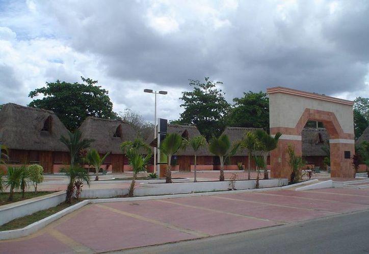Piden inversión por parte de las autoridades para la promoción de los trabajos artesanales que hacen personas de la región  (Carlos Yabur/SIPSE)