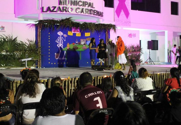Alumnos de bachillerato organizaron la obra. (Raúl Balam/SIPSE)