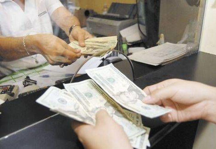 Tan solo el mes pasado el monto de las remesas que ingresaron al país  ascendió a mil 853 millones de pesos: Banxico. (Agencias/Foto de contexto)