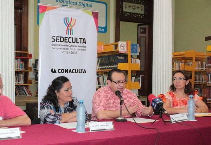 """Este jueves se dieron a conocer en la Biblioteca Pública Central """"Manuel Cepeda Peraza"""" las más de 20 distinciones que se entregarán el próximo lunes 21, en el marco del Día del Escritor. (SIPSE)"""