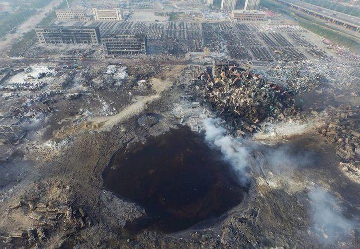 Vista aérea de un gran agujero este fin de semana en la zona de las explosiones del puerto chino de Tianjin. (EFE)