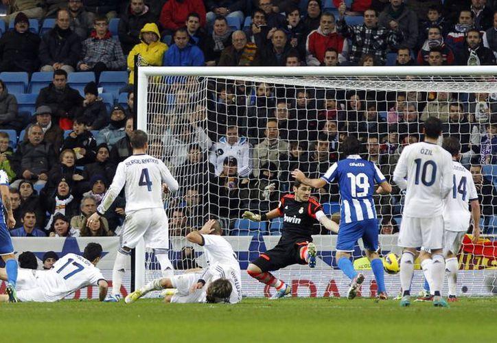 Juan Albin (17), que entró de cambio, rescató el empate para el Espanyol. (Agencias)