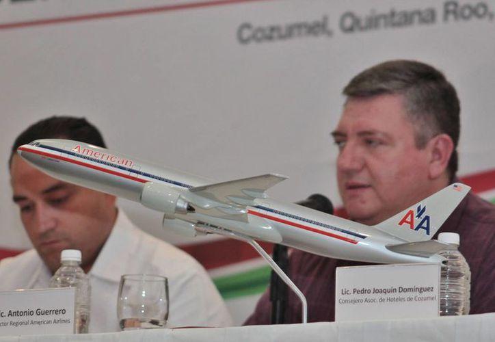 La presentación oficial del vuelo de American Airlines. (Gustavo Villegas/SIPSE)