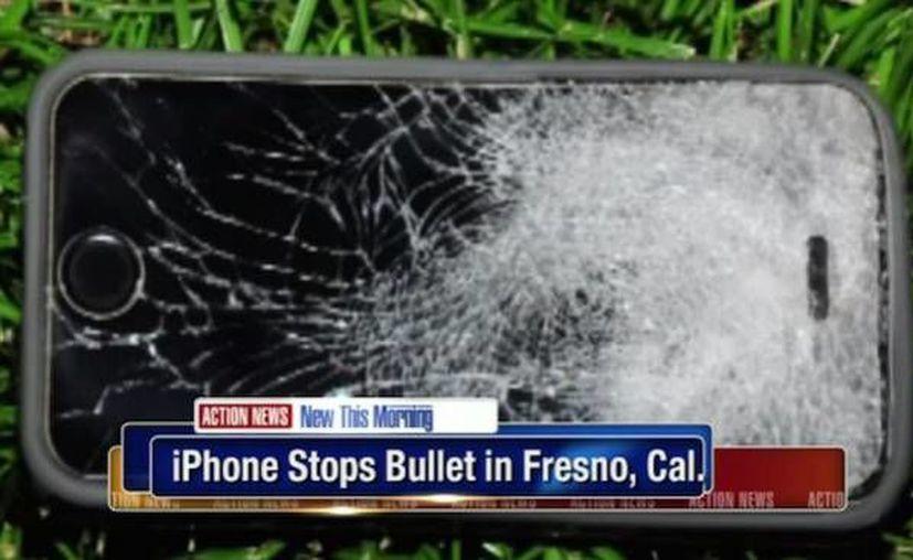 Imagen de la parte frontal del celular del joven que se salvo de morir durante un asalto en  California. (bgr.com)