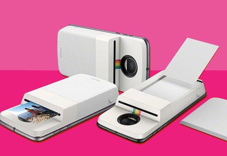 Es posible imprimir las fotos almacenadas en la galería y las compartidas en redes sociales como Facebook e Instagram. (Foto: Motorola)